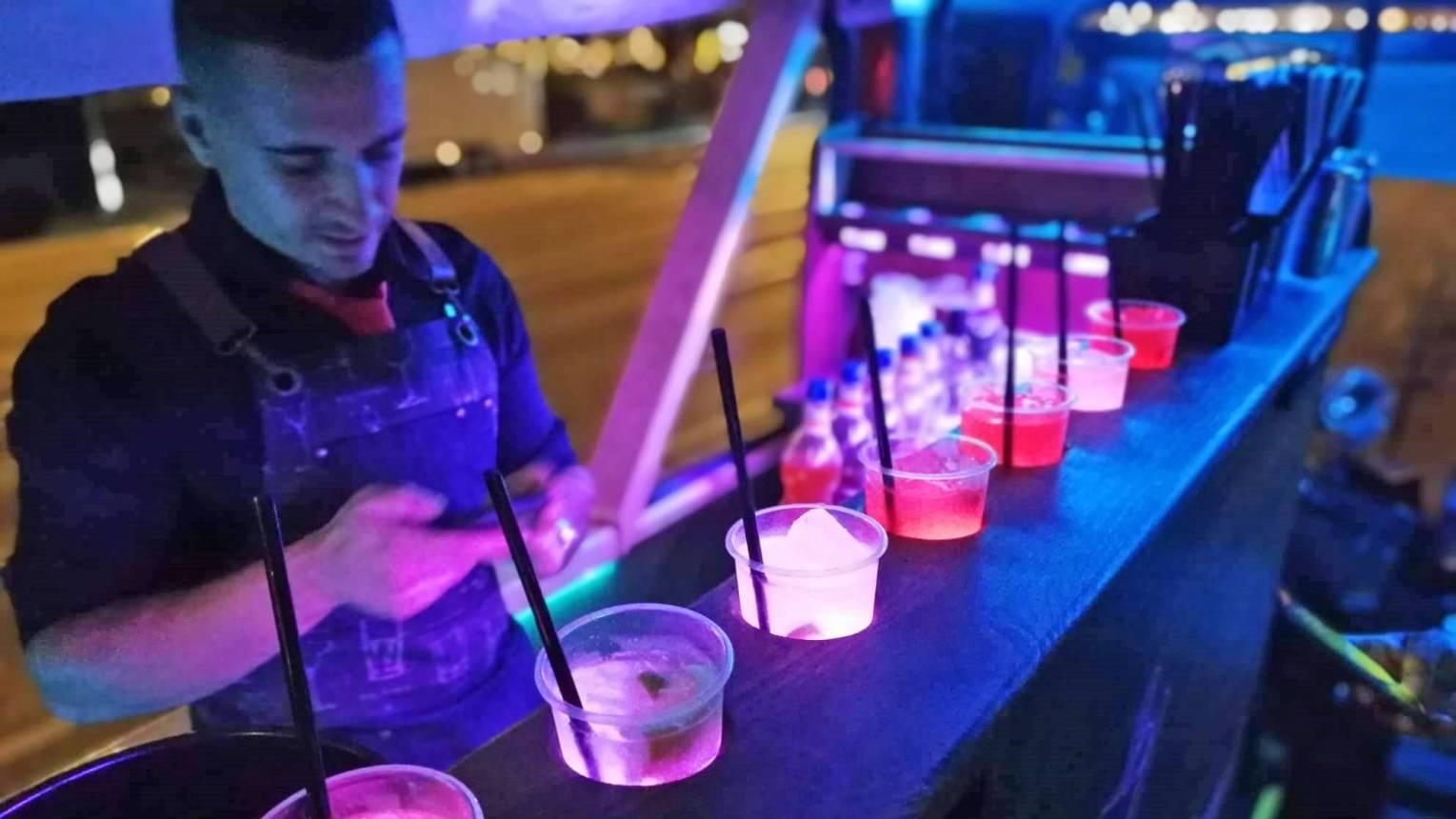Bérelj Koktélbuszt a Bulira korlátlan italfogyasztással 25 főnek