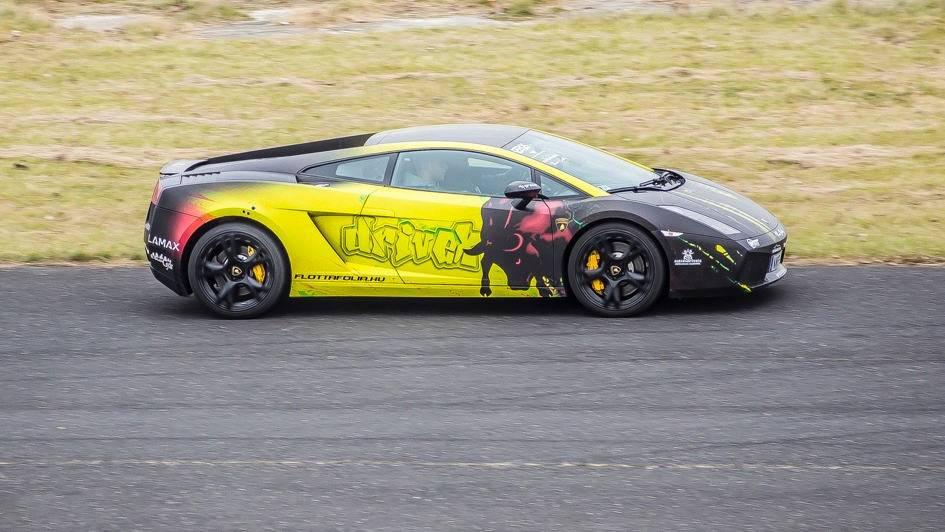 Lamborghini és Mustang verseny a Kakucsrigen 10 fő részére
