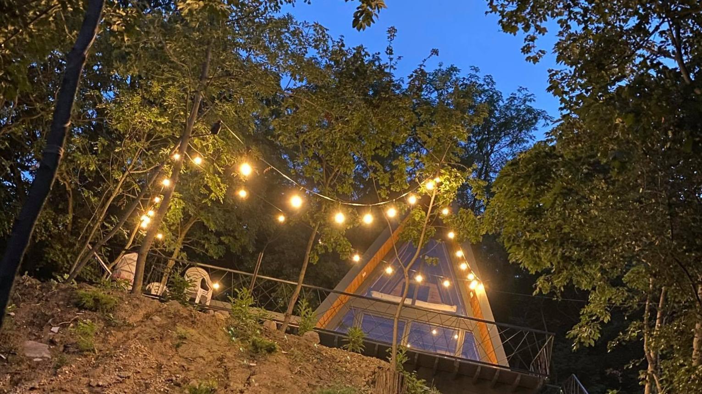Dunakanyarban, romantikus erdei házikó panorámával 2 éjszakára