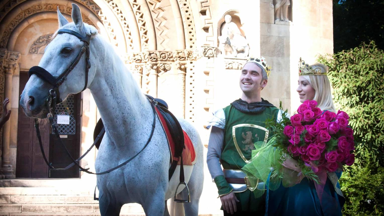 Királylányos fehér lovas lánykérés a Vajdahunyad várban