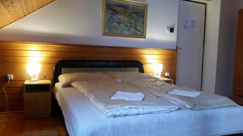 Erdei éjszaka kedveseddel Dobogókőn a Kilátónál a Menedékházban