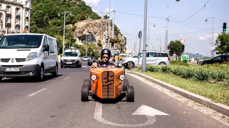 Mini Hot Roddal irány a városi forgalom