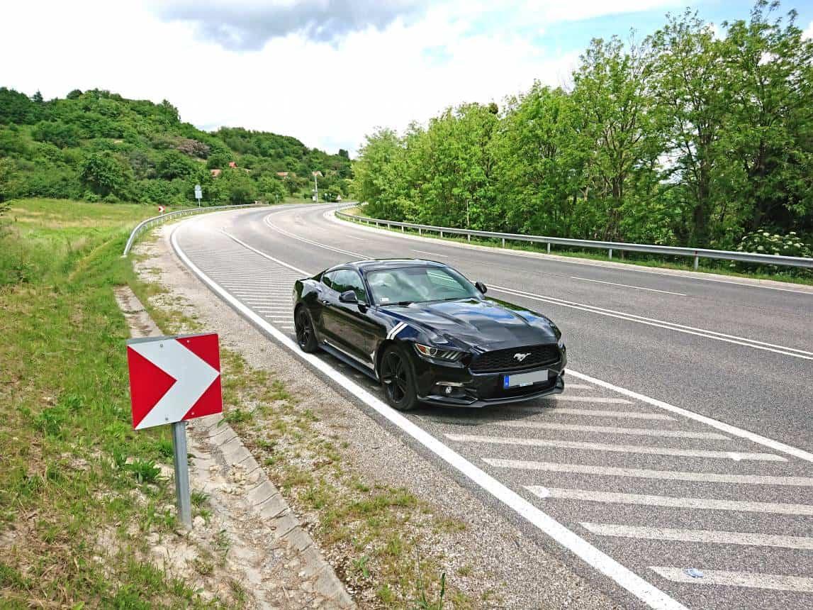 Ford Mustang Turbo EcoBoost utcai vezetés