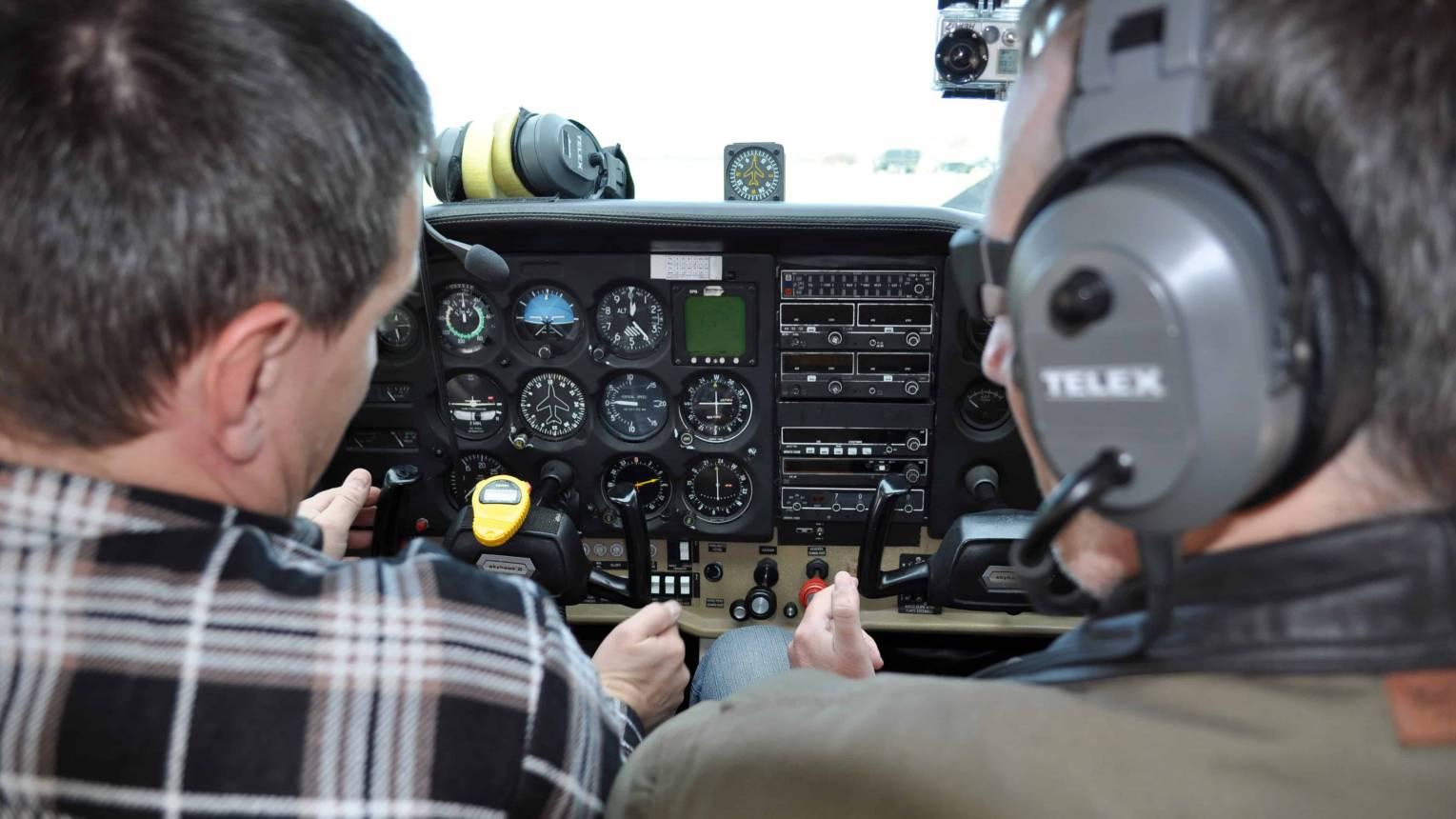 15 perces Repülőgép vezetés két kisérővel