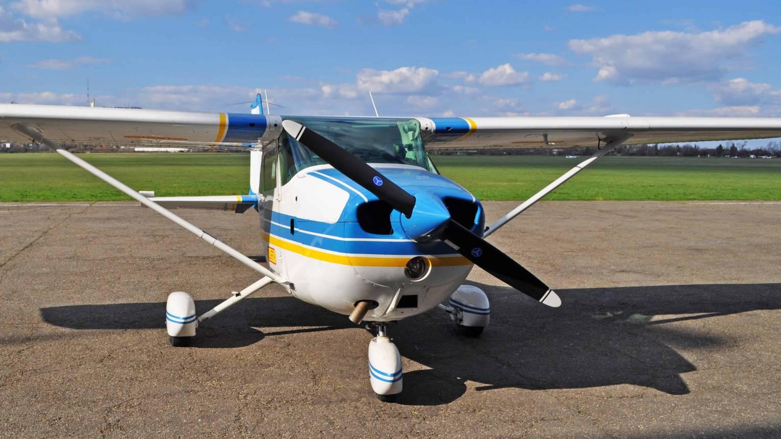 Repülőgéppel városnézés és lánykérés ponyvával