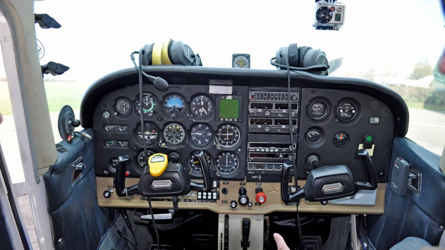 Repülőgép vezetés 2 kísérővel