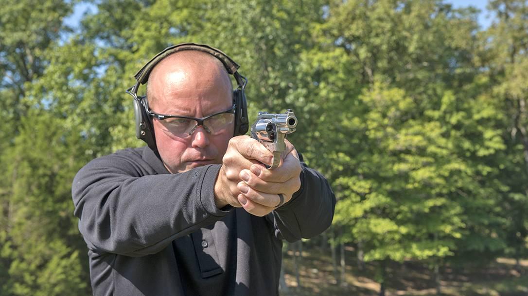 Revolverhős élménylövészeti csomag az Esztergomi lőtéren