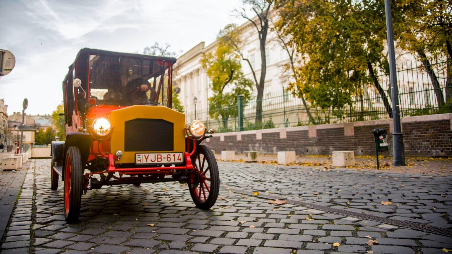 Stílusos Royal Vintage autó bérlés sofőrrel