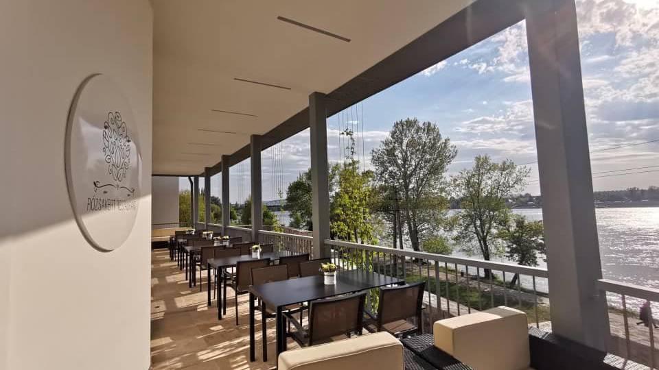 Esztergomi Rózsakert étteremben Duna parton 2 fogásos ebéd, vagy vacsora 2 főre