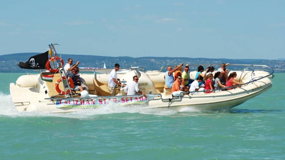 Speedboat a Balatonon