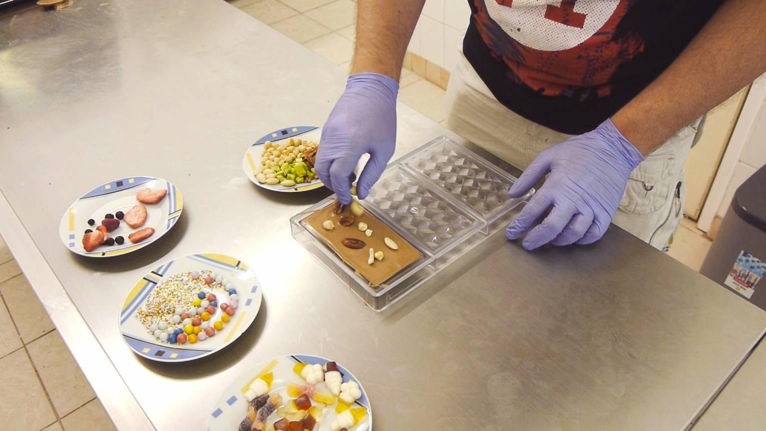 Kézműves táblás csokoládé készítő tanfolyam személyesen, vagy akár online részvétellel is