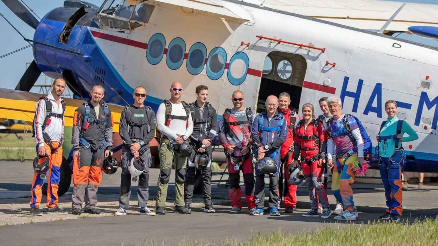 Tandemugrás Kaposvár mellett 4000 méterről AN-2 repülőgépből