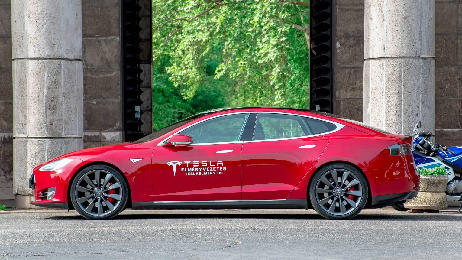 Tesla vezetés céges csapatnak