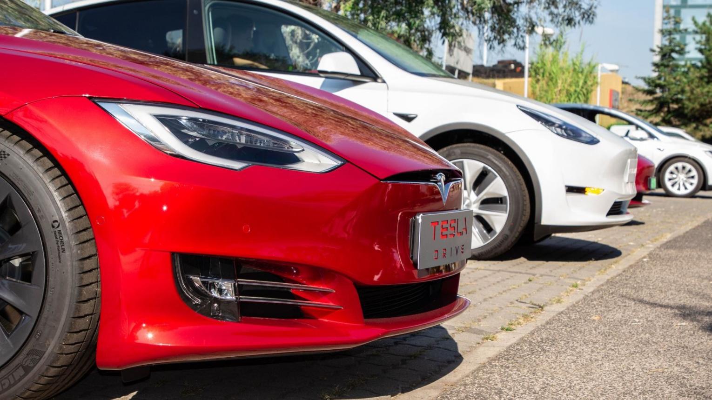Tesla Model S P100D Performance Ludicrous Plus 2018-as vörös ördög vezetése