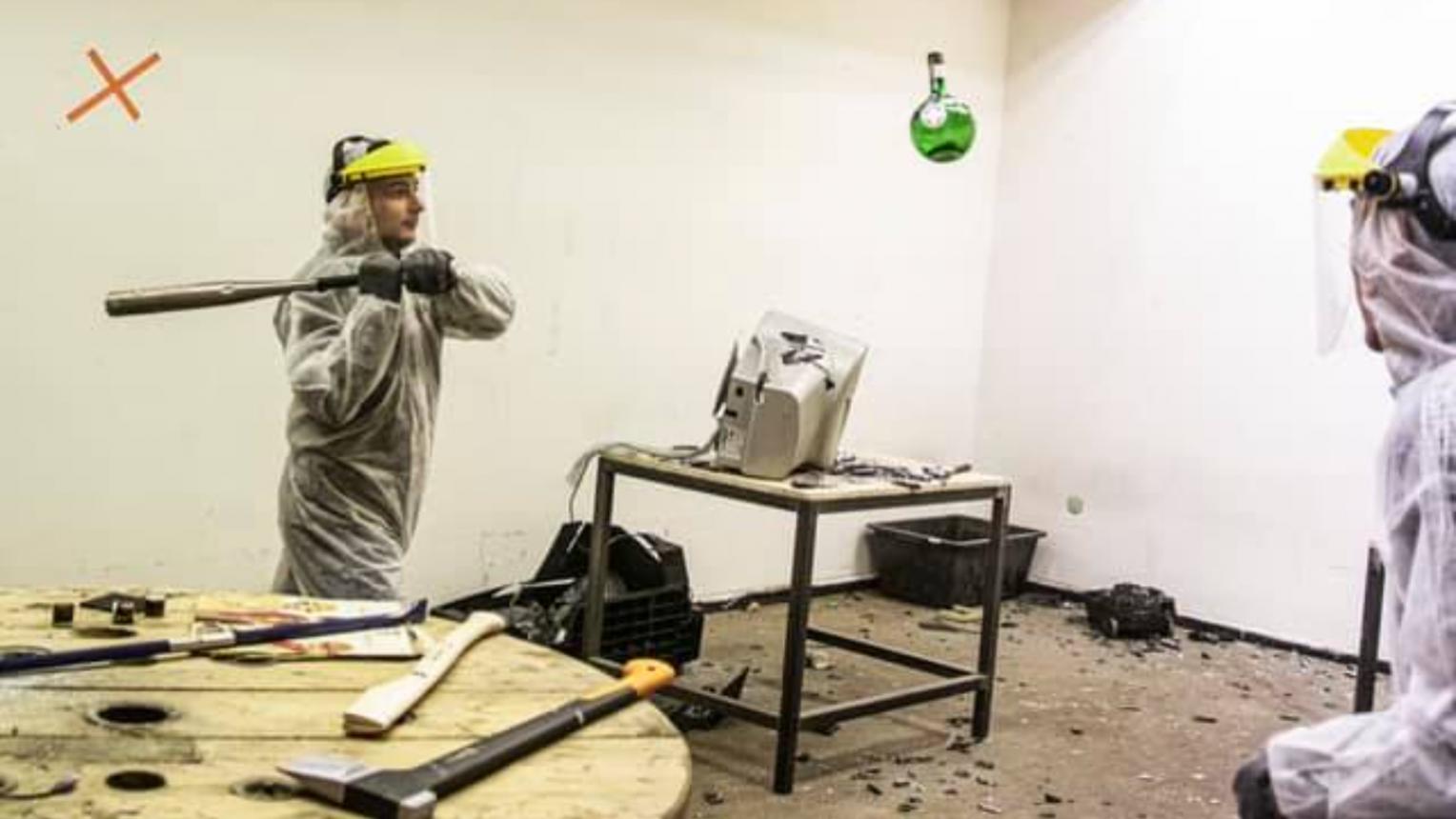 Csapatos megsemmisítés csomag a TÖRD SZÉT szobában