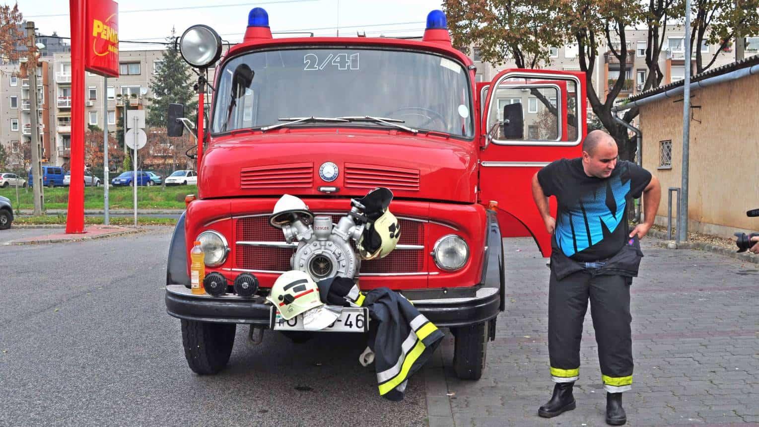 """Tűzoltós """"életmentés"""" és lánykérés"""