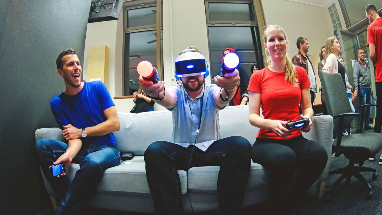 Legjobb céges bulin a Virtuális Valóságban zombira vadászhattok, egymás ellen küzdhettek csapatban