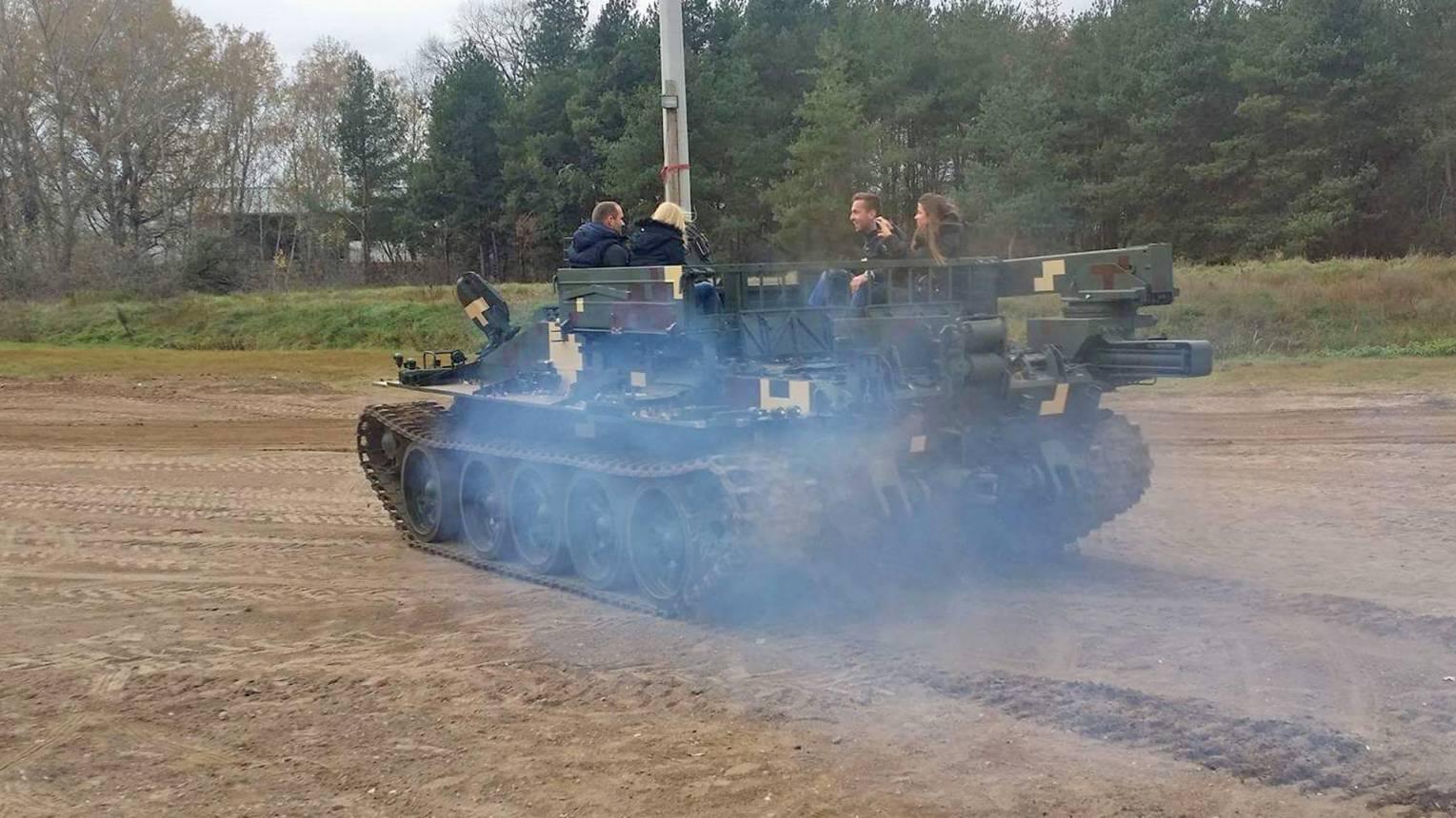 Tankrodeózás Gyálon VT-55 harckocsin a BIKÁN