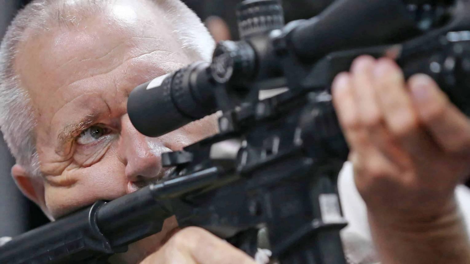 Apa-Fia lövészeti csomag a Fóti úti lőtéren Daddy's Son